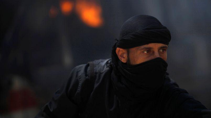 Un combattant du groupe djihadiste Jabhat al-Nosra à Raqqa, en Syrie, le 12 mai dernier.