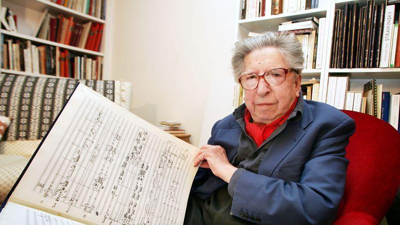 C'est avec sa Sonate pour piano, en 1948, qu'il trouve son langage. Composée pour sa femme, la pianiste Geneviève Joy, compagne de toute une vie dont la perte en 2009 l'affecta profondément, cette œuvre révèle ses points forts: la construction, le rythme, la couleur. (Ci-dessus à Paris, en 2005)