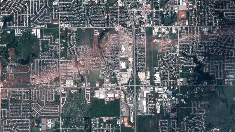 La trace de la tornade en Oklahoma vue par le satellite français Pléiades
