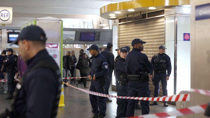 Le ministre de la Défense Jean-Yves Le Driaa souligné sa détermination à mener avec Manuel Valls «une lutte implacable contre le terrorisme».