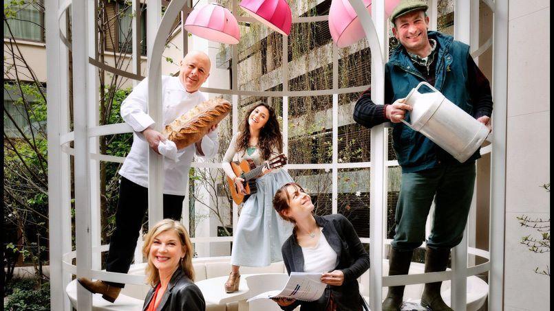 Thierry Marx (en haut à gauche) Michèle Laroque (en bas à gauche), Judith. Audrey Dana (avec la guitare) et Philippe Ridet ont tous fait appel à la génarosité des internautes.Crédits photo: Éric Martin/ Le Figaro Magazine