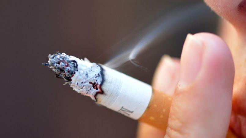 Les cigarettes moins chères attendent avec impatience que le prix du leader Marlboro (6,60euros) atteigne la barre psychologique des 7euros, afin de lui prendre des parts de marché.