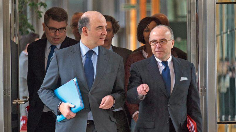 Pierre Moscovici (à gauche), ministre de l'Économie, et Bernard Cazeneuve, ministre du Budget. Ce dernier a annoncé vendredi que le déficit de l'État s'établissait fin avril à 66,8 milliards, contre 59,9 milliards fin avril 2012.