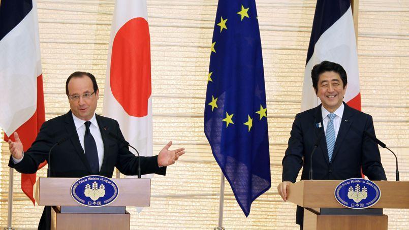 François Hollande et le premier ministre japonais Shinzo Abe lors de leur conférence de presse commune, vendredi matin.