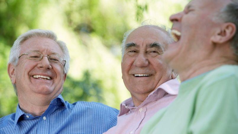 Les retraités qui travaillent sont le plus souvent à temps partiel.