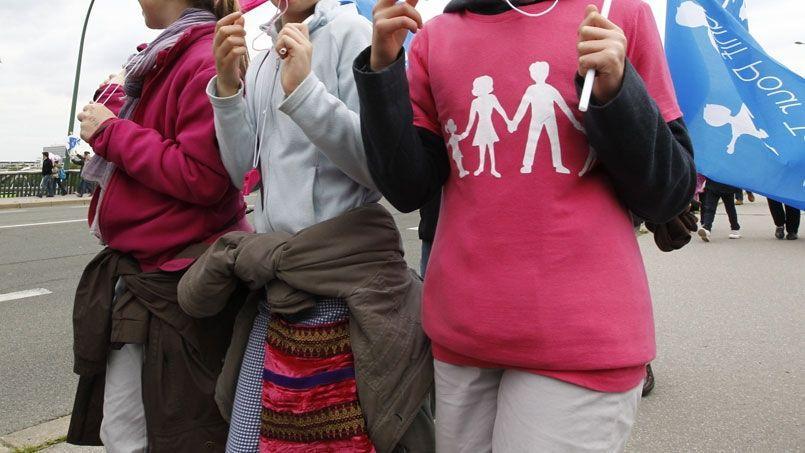 Un lycéen de première est venu en cours avec ce sweat-shirt et s'est vu contraint de l'enlever par la direction.