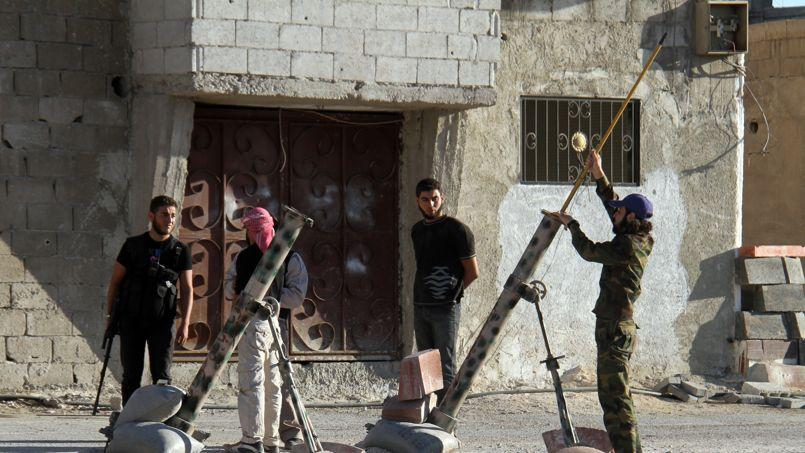 Des rebelles syriens, lundi à Damas.