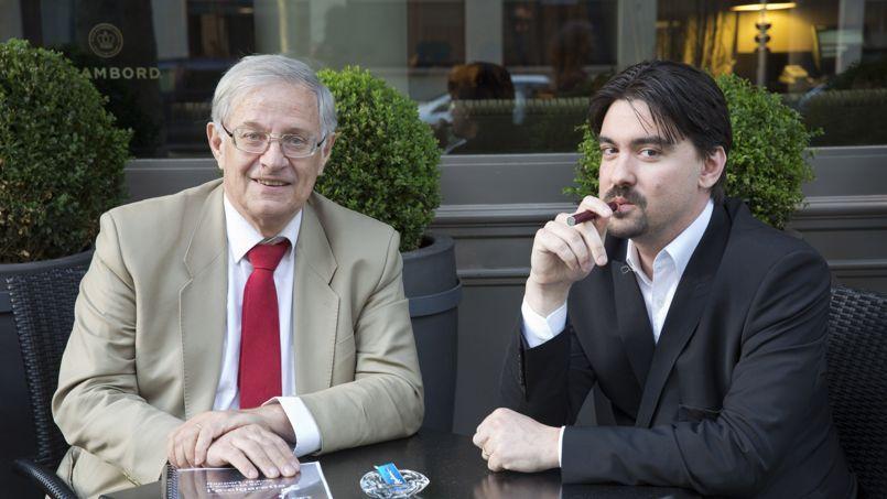 Le Pr Bertrand Dautzenberg exerce à l'hôpital de la Salpêtrière, à Paris. Il est président de l'Office français de prévention du tabagisme (OFT). Brice Lepoutre (à droite) est président de l'Association indépendante des utilisateurs de cigarette électronique et fondateur d'un forum de consommateurs de cigarette électronique.