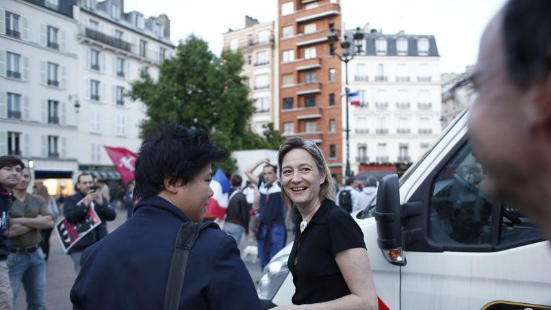 Manifestation dimanche devant M6 des anti-mariage gay, à l'arrivée de François Hollande