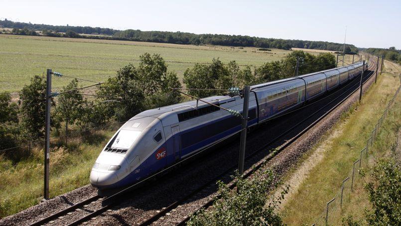 Rame de TGV Sud-Est sur la ligne au sud de Melun.