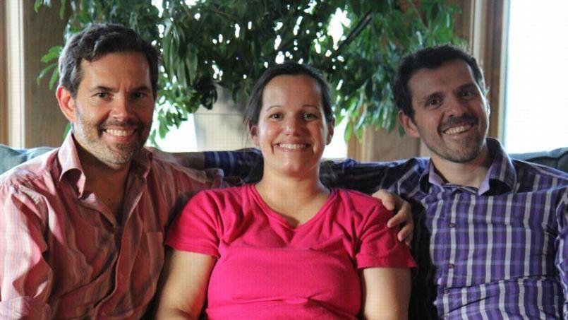 Jérôme et François, pacsés depuis treize ans, ont eu des jumeaux grâce à une mère porteuse aux États-Unis.