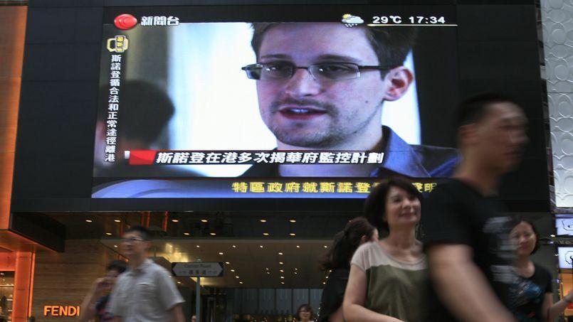 Après son départ en catimini de Hongkong pour la Russie, sans visa, par un avion de ligne de la compagnie russe Aeroflot, Edward Snowden est arrivé dans la zone de transit de l'aéroport Cheremetievo de Moscou, où des flopées de journalistes le guettaient sans succès.