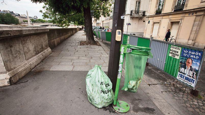 Le quai d'Orléans sur l'île Saint-Louis, mercredi. Ce lieu est particulièrement touché par les déchets saisonniers.