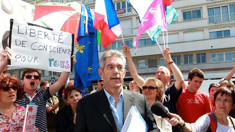 Comme Jean-Michel Colo, maire d'Arcangues (photo), le collectif «Maires pour l'enfance» réclame la liberté de conscience pour les élus.