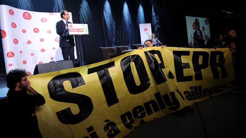 François Hollande, lors du congrès de France Nature Environnement, en janvier 2012. Les écologistes lui reprochent de poursuivre le chantier de l'EPR de Flamanville.