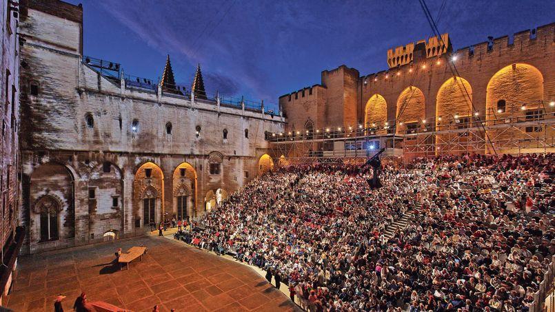 La Cour d'honneur du Palais des papes, à Avignon, où sera jouée, samedi soir, la pièce Par les villages, mise en scène par Stanislas Nordey.