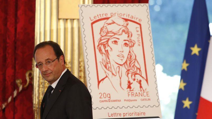 François Hollande a dévoilé dimanche le nouveau timbre de Marianne.