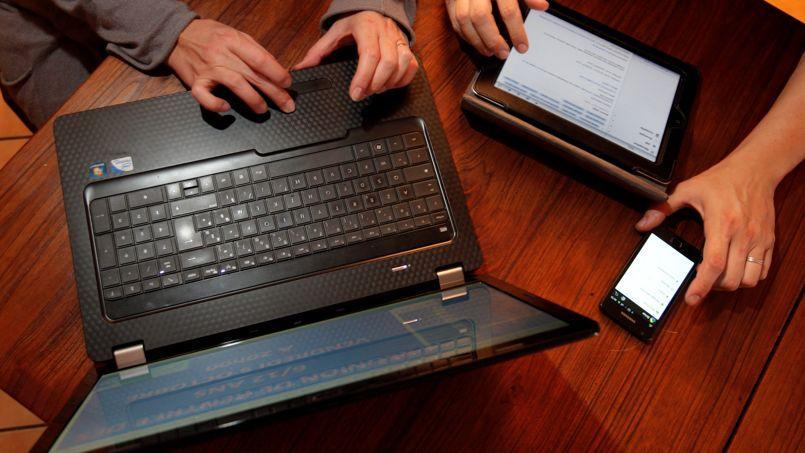Si les particuliers achètent davantage de smartphones et de tablettes, cela n'effacera pas le recul des ventes de PC portables. Crédit: François Bouchon/Le Figaro