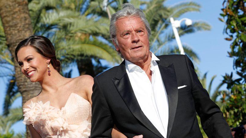 Alain Delon, président d'honneur du jury Miss France avec la lauréate 2013 Marine Lorphelin.