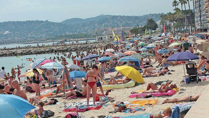 Cet été, il fait très chaud, les plages sont bondées et les incidents se multiplient.