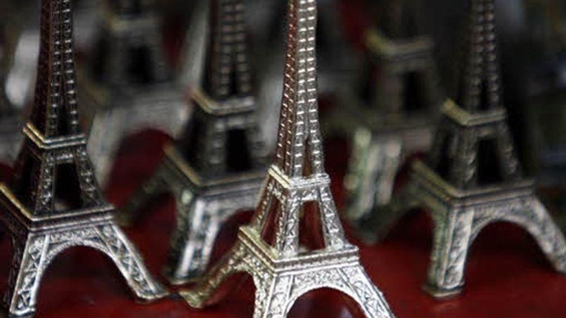 Soixante tonnes de ces tours Eiffel miniatures ont été saisies mardi. Jean-Christophe MARMARA / Le Figaro