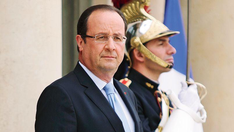 François Hollande, mercredi, sur le perron de l'Élysée, attendantl'arrivée du chef de l'opposition syrienne, Ahmed al-Jarbaa.