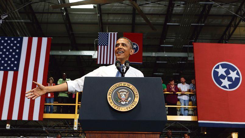 Le président américain, mardi, devant les employés du centre de distribution d'Amazon, à Chattanooga (Tennessee).