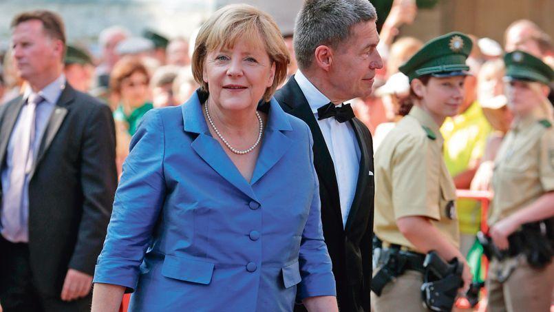 La chancelière allemande Angela Merkel arrive accompagnée de son mari, Joachim Sauer, lors de l'ouverture du Festival d'opéra de Bayreuth, jeudi dernier.