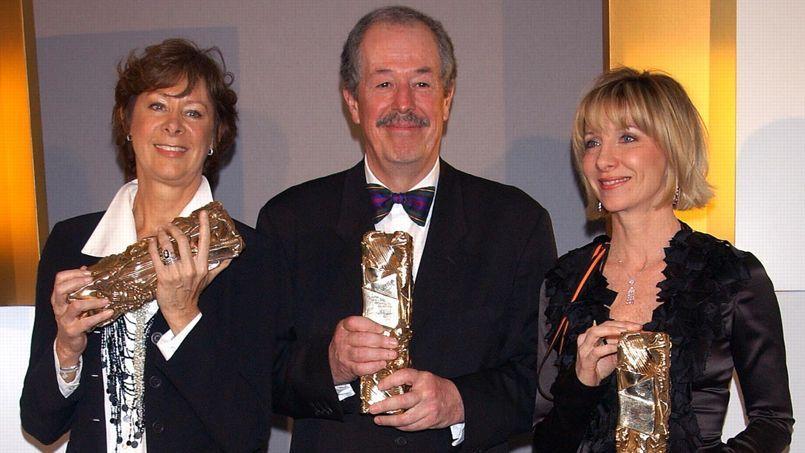 Fabienne Vonier (à gauche), entourée de Denys Arcand et Denise Robert, à la 29e cérémonie des Césars, au Châtelet, en 2004. Les Invasions barbares et son réalisateur ont reçu trois prix, dont celui du meilleur film.