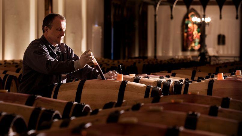 Dans les chais du château Pape Clément (Crédit Photo: PRCo France)
