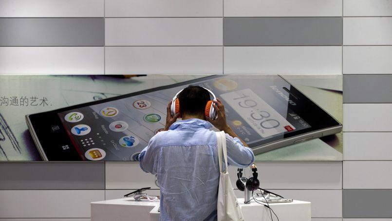 Dans un centre d'essais de smartphones Lenovo, à Pékin.