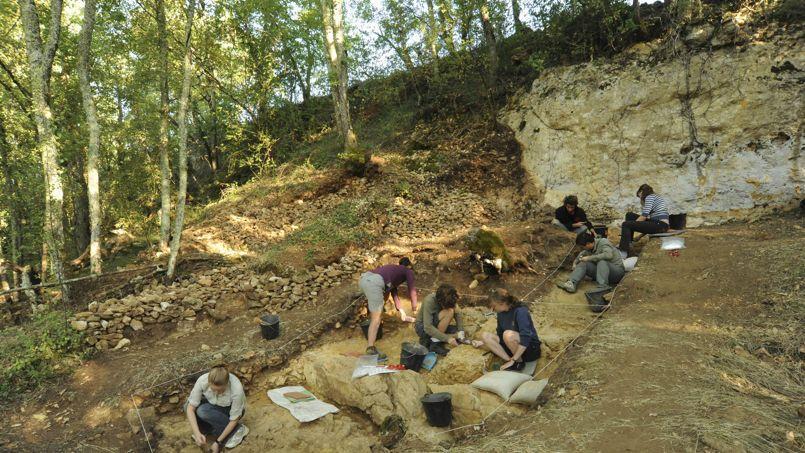Neandertal travaillait déjà le cuir avec des outils en os
