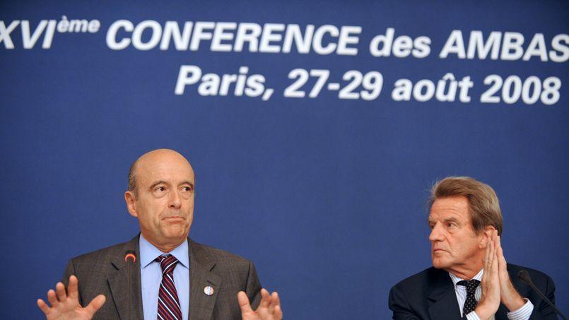 Alain Juppé et Bernard Kouchner, en août 2008, lors de la Conférence des ambassadeurs.