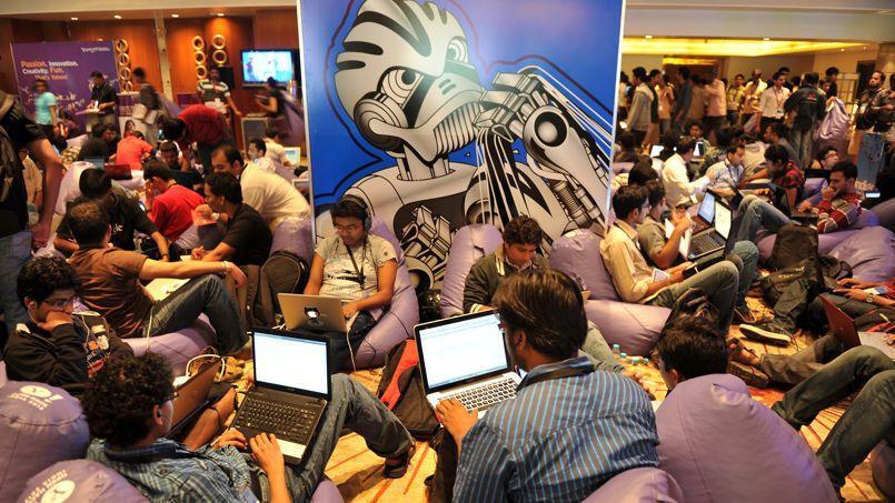 Les conférences de hacking, comme ici celle d'OpenHack en Inde, sont des lieux privilégiés pour les recruteurs. (Manjunath Kiran / AFP)