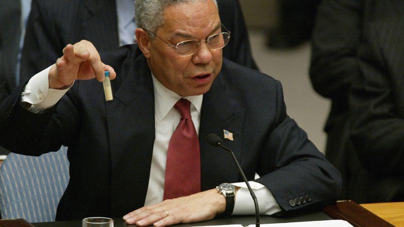 Colin Powell, au Conseil de sécurité des Nations unies, le 5 février 2003. Alors secrétaire d'État dans le gouvernement Bush, il avait plaidé avec conviction en faveur d'une intervention en Irak.