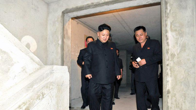 Une photo de Kim Jong-un (au centre) non datée.