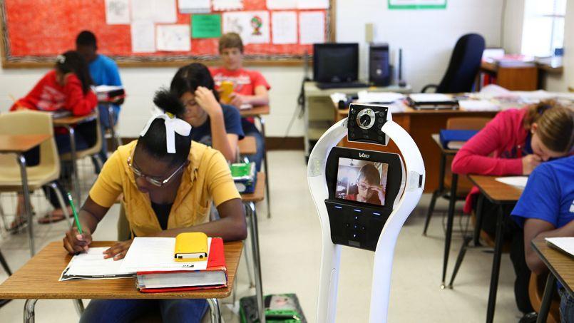 Doté d'un outil de visioconférence via une webcam, le robot de la société américaine VGo Communications est testé dans des écoles, par des élèves qui ne peuvent pas se rendre en cours.