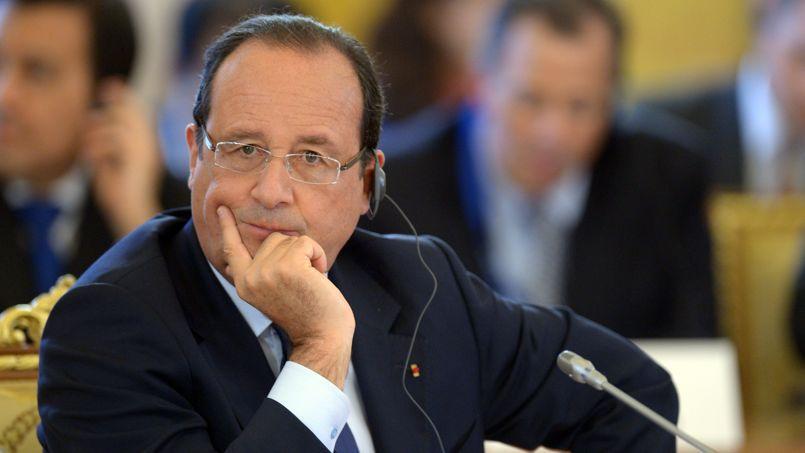 Déjà isolé sur la scène internationale, contesté par l'opposition dans son pays, François Hollande se trouve désormais lâché par les Français.