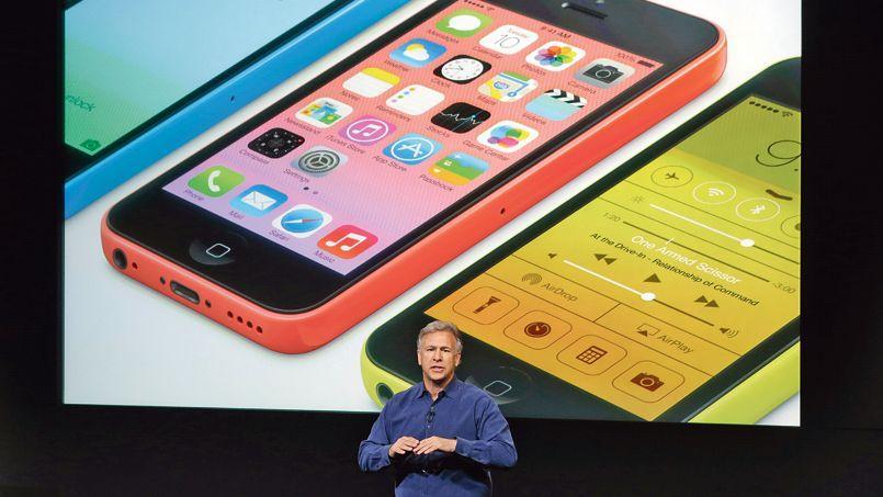 C'est la première fois depuis le lancement du premier iPhone en 2007 qu'Apple dévoile deux smartphones lors d'une de ses conférences.