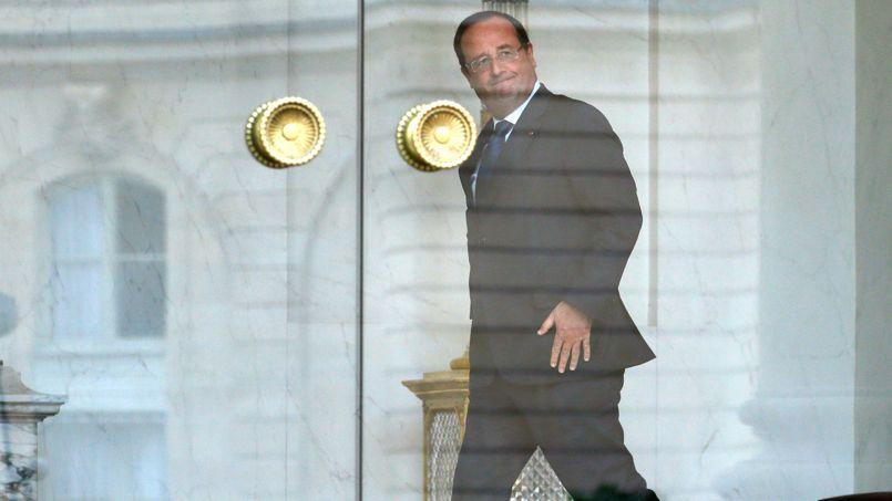 François Hollande à la sortie du Conseil des ministres, mercredi.