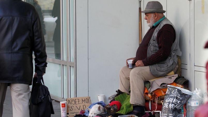 Les 10% de Français les plus pauvres vivent avec moins de 877euros par mois.