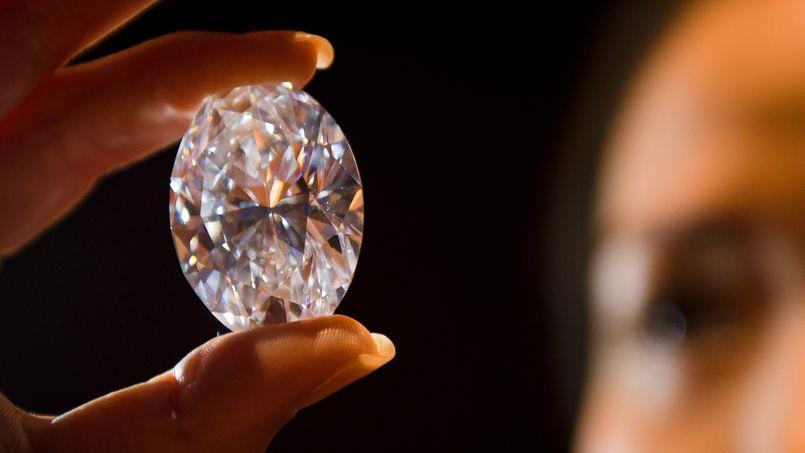 Sotheby's espère vendre à au moins vingt millions d'euros ce diamant blanc de 118,28 carats, un record pour une pierre de cette catégorie.