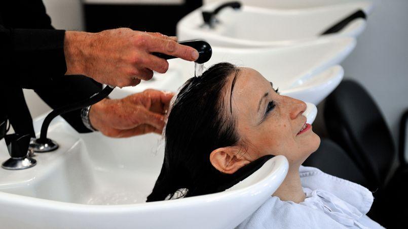 Avec la crise, les Français vont moins chez le coiffeur… mais téléphonent plus