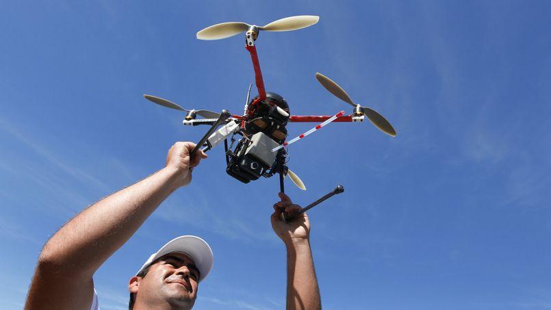 Un drone comme celui-ci pourrait être utilisé à Marseille. PATRICK BERNARD / AFP