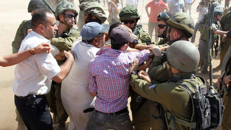 Plusieurs travailleurs humanitaires et diplomates européens ont été malmenés par des soldats israéliens vendredi.