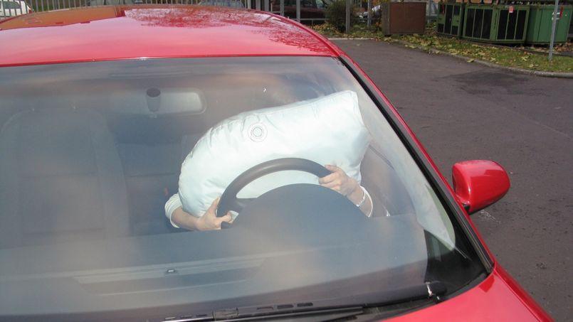 les airbags ont ils une dur e de vie limit e. Black Bedroom Furniture Sets. Home Design Ideas