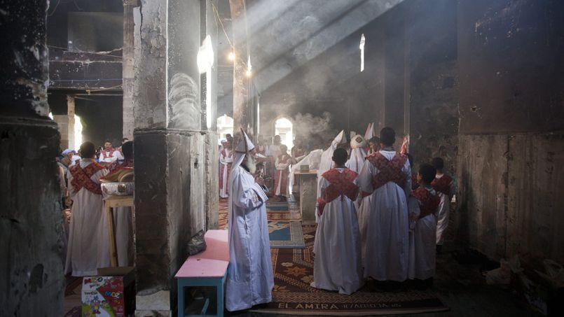 Première messe dominicale célébrée le 22 septembre dans l'église de Saint-Abraham brûlée par des extrémistes cet été, à Delga, dans la province de Minya.