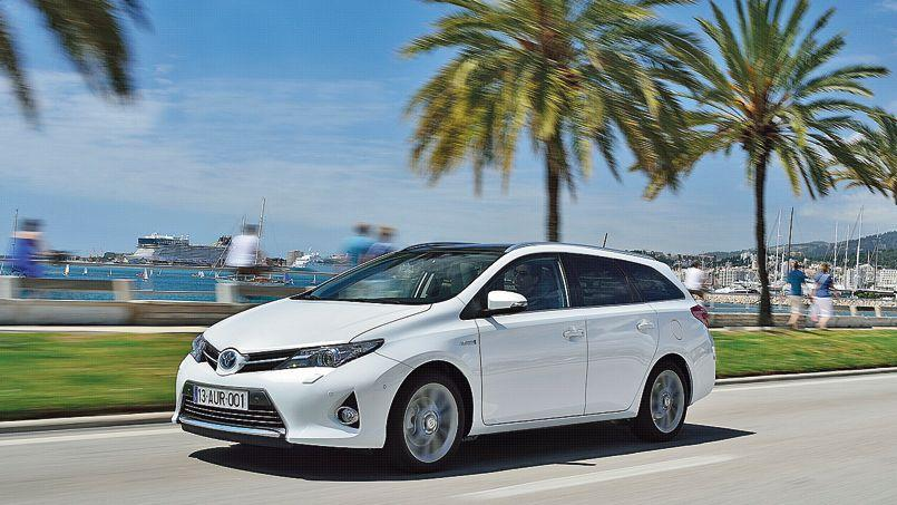 toyota auris touring sports le premier break compact hybride. Black Bedroom Furniture Sets. Home Design Ideas