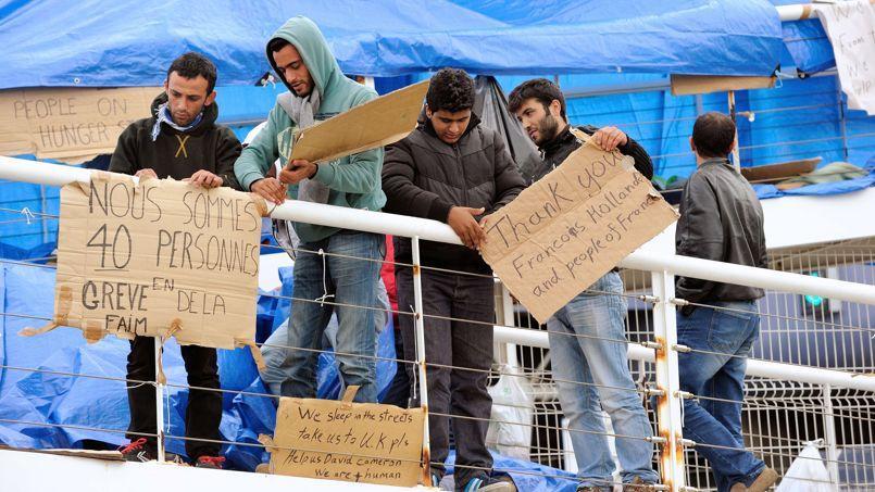 Les réfugiés syriens occupaient depuis mercredi une passerelle du terminal ferry de Calais.