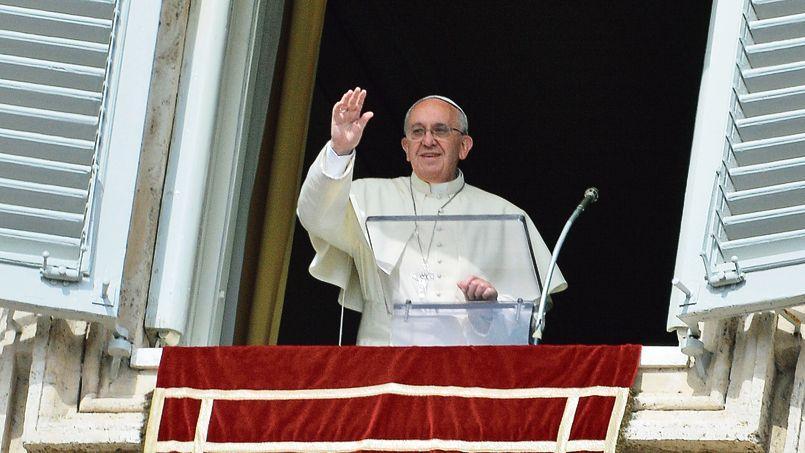 Le pape François, dimanche au Vatican. «L'Église ne doit pas seulement attendre les divorcés remariés, mais aller les trouver», avait-il dit en juillet.